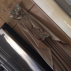 Blush Prom formal dress Gold 00